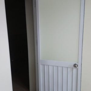 cửa đi nhôm kính nhà vệ sinh